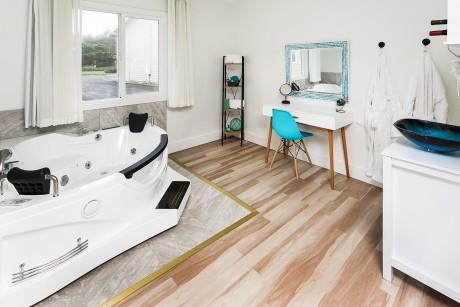 Surfrider Resort - Guest Room